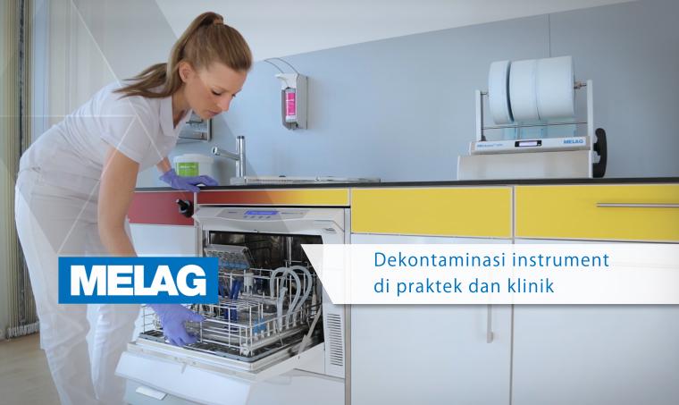 Pembantu Pergigian muatkan mesin stim sterilisasi