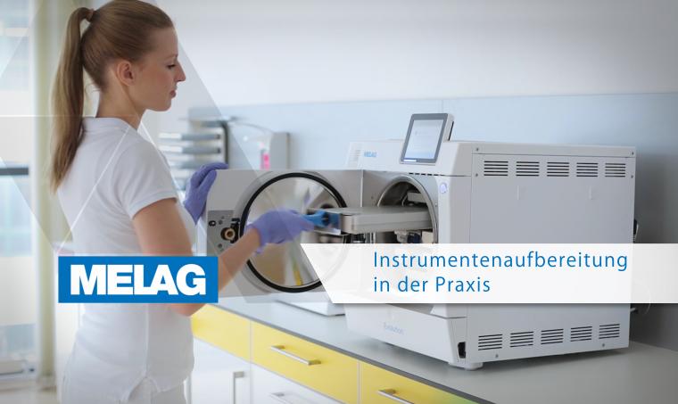 Zahnarzthelferin bedient Autoklav / Sterilisator