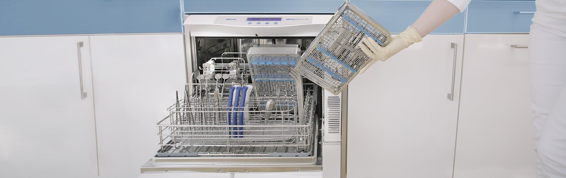 Mesin cuci disinfektor MELAtherm 10 terbuka