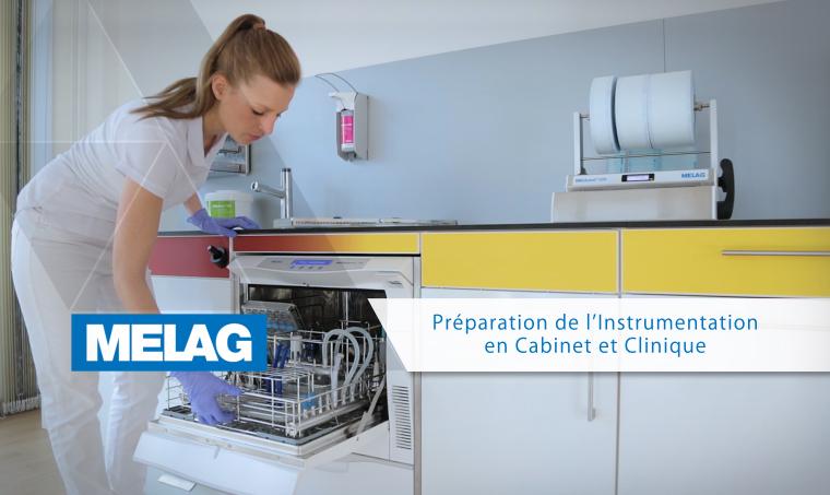 Assistant dentaire chargeant le stérilisateur à vapeur