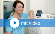 Zahnarzthelferin mit Premium Autoklav - mit Videosymbol