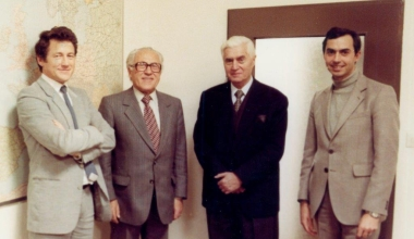 Gruppenbild bei Firmenübergabe an neue Geschäftsführer im Jahr 1973