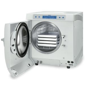 Dampfsterilisator Euroklav 23 VS+ mit geöffneter Tür