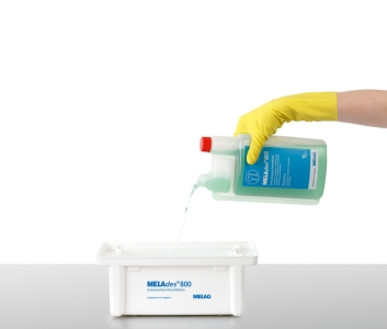 Hand filling MELAdes 800 instrument disinfection liquid into instrument bath