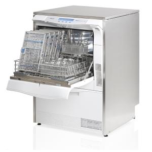 Thermodesinfektor / RDG MELAtherm 10 offen und beladen mit Waschtrays und Einsatzkorb