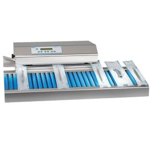 Siegelgerät MELAseal Pro mit Arbeitstisch und Sterilgut